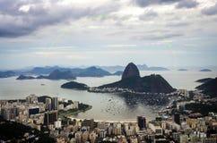 Άποψη ηλιοβασιλέματος της φραντζόλας και Botafogo ζάχαρης βουνών στο Ρίο ντε Τζανέιρο _ Στοκ Φωτογραφίες