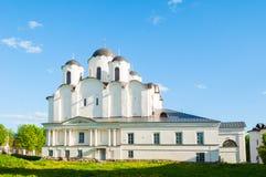 Άποψη ηλιοβασιλέματος του καθεδρικού ναού του Άγιου Βασίλη στο προαύλιο Yaroslav, Veliky Novgorod, Ρωσία Τοπίο αρχιτεκτονικής Στοκ Εικόνες