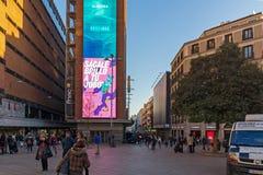 Άποψη ηλιοβασιλέματος των περπατώντας ανθρώπων σε Callao Square Plaza del Callao στην πόλη της Μαδρίτης, Ισπανία Στοκ φωτογραφία με δικαίωμα ελεύθερης χρήσης