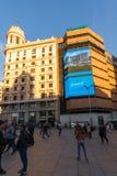 Άποψη ηλιοβασιλέματος των περπατώντας ανθρώπων σε Callao Square Plaza del Callao στην πόλη της Μαδρίτης, Ισπανία Στοκ εικόνες με δικαίωμα ελεύθερης χρήσης
