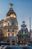 Άποψη ηλιοβασιλέματος Gran μέσω και της μητρόπολης που χτίζει τη μητρόπολη Edificio στην πόλη της Μαδρίτης, Ισπανία στοκ φωτογραφία με δικαίωμα ελεύθερης χρήσης