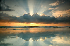 Άποψη ημέρας της ανατολής στην παραλία Στοκ φωτογραφίες με δικαίωμα ελεύθερης χρήσης