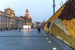 Άποψη ημέρας του φράγματος της Σαγκάη και μερικών τουριστών που περνούν από Στοκ Εικόνες