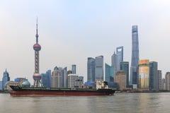 Άποψη ημέρας του φράγματος, το πιό φυσικό σημείο στη Σαγκάη με τους διασημότερους κινεζικούς ουρανοξύστες Στοκ Εικόνα