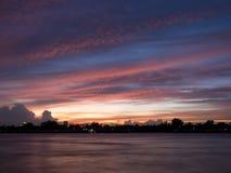 Άποψη ηλιοβασιλέματος από τον ποταμό Chao Phraya Στοκ εικόνα με δικαίωμα ελεύθερης χρήσης