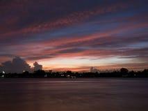 Άποψη ηλιοβασιλέματος από τον ποταμό Chao Phraya Στοκ Εικόνα