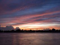 Άποψη ηλιοβασιλέματος από τον ποταμό Chao Phraya Στοκ εικόνες με δικαίωμα ελεύθερης χρήσης