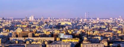 Άποψη ηλιοβασιλέματος κλίσης και μετατόπισης του Κρεμλίνου σύνθετη να ενσωματώσει το κέντρο της Μόσχας που λαμβάνεται από 8 χιλιό Στοκ φωτογραφία με δικαίωμα ελεύθερης χρήσης