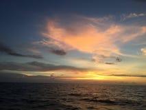 Άποψη ηλιοβασιλέματος πέρα από τη θάλασσα φυσική Ταϊλάνδη Στοκ Φωτογραφία
