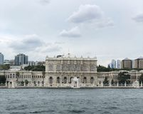 Άποψη θάλασσας παλατιών Dolmabahche στη Ιστανμπούλ Τουρκία στοκ φωτογραφίες με δικαίωμα ελεύθερης χρήσης