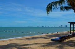 Άποψη θάλασσας από την παραλία κοντά στην πόλη Pattaya Στοκ Εικόνα