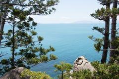 Άποψη θάλασσας από το τροπικό νησί Στοκ φωτογραφίες με δικαίωμα ελεύθερης χρήσης