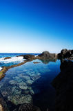 Άποψη θάλασσας με το μπλε ουρανό Στοκ φωτογραφία με δικαίωμα ελεύθερης χρήσης