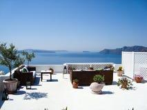Άποψη θάλασσας Santorini του ρομαντικού πεζουλιού Στοκ Φωτογραφία
