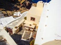 Άποψη θάλασσας Santorini του ρομαντικού πεζουλιού Στοκ εικόνα με δικαίωμα ελεύθερης χρήσης