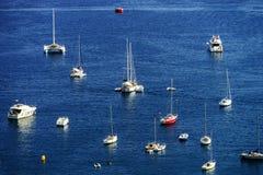 Άποψη θερινής ημέρας Μεσογείων Υπόστεγο d'Azur, Γαλλία Στοκ φωτογραφία με δικαίωμα ελεύθερης χρήσης