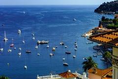 Άποψη θερινής ημέρας Μεσογείων Υπόστεγο d'Azur, Γαλλία Στοκ Εικόνες