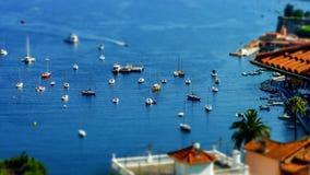 Άποψη θερινής ημέρας Μεσογείων Υπόστεγο d'Azur, Γαλλία Στοκ εικόνα με δικαίωμα ελεύθερης χρήσης