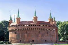 Άποψη διάσημου barbakan στην Κρακοβία, Πολωνία Μέρος της οχύρωσης τοίχων πόλεων Στοκ εικόνα με δικαίωμα ελεύθερης χρήσης