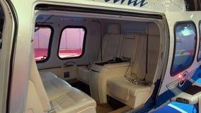 Άποψη και εσωτερικό εκτελεστικό VIP ελικόπτερο απόθεμα βίντεο