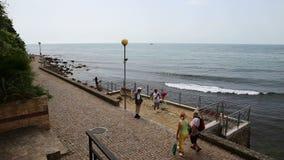 Άποψη και περίπατος θάλασσας απόθεμα βίντεο