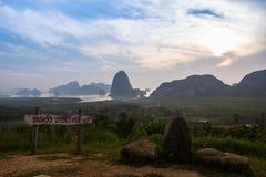 Άποψη καταφυγίων AO toh, κόλπος Ταϊλάνδη Phang nag Στοκ Εικόνα
