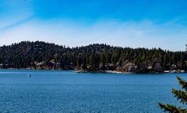 Άποψη κηφήνων που κοιτάζει προς τη Arrowhead λιμνών βόρεια ακτή Στοκ Εικόνες
