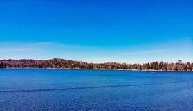 Άποψη κηφήνων που κοιτάζει προς τη Arrowhead λιμνών βόρεια ακτή Στοκ φωτογραφίες με δικαίωμα ελεύθερης χρήσης