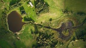 Άποψη κηφήνων του ποταμού και του έλους στοκ εικόνες με δικαίωμα ελεύθερης χρήσης