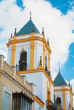 Άποψη κινηματογραφήσεων σε πρώτο πλάνο ενός πύργου κουδουνιών της εκκλησίας Nuestra Senora del So Στοκ εικόνα με δικαίωμα ελεύθερης χρήσης