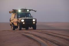Άποψη κινηματογραφήσεων σε πρώτο πλάνο 4x4 στην έρημο ακτών σκελετών στοκ φωτογραφίες με δικαίωμα ελεύθερης χρήσης