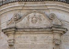 Άποψη κινηματογραφήσεων σε πρώτο πλάνο του architrave επάνω από τη μπροστινή πόρτα της εκκλησίας του καθαρτηρίου, $matera Στοκ εικόνες με δικαίωμα ελεύθερης χρήσης