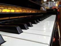 Άποψη κινηματογραφήσεων σε πρώτο πλάνο πληκτρολογίων πιάνων Στοκ φωτογραφία με δικαίωμα ελεύθερης χρήσης