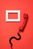 Άποψη κινηματογραφήσεων σε πρώτο πλάνο του εκλεκτής ποιότητας τηλεφωνικού μικροτηλεφώνου και του άσπρου πλαισίου Στοκ Φωτογραφίες