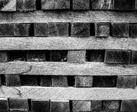 Άποψη κινηματογραφήσεων σε πρώτο πλάνο του ξύλου παλετών που συσσωρεύονται & x28 Μαύρος στοκ φωτογραφίες