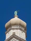 Άποψη κινηματογραφήσεων σε πρώτο πλάνο του πύργου κουδουνιών καθεδρικών ναών Krk, Κροατία Στοκ εικόνα με δικαίωμα ελεύθερης χρήσης