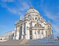 Άποψη κινηματογραφήσεων σε πρώτο πλάνο: Χαιρετισμός della της Σάντα Μαρία βασιλικών στο ανάχωμα του καναλιού Grande στη Βενετία,  Στοκ Εικόνες