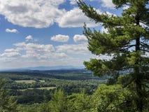 Άποψη κοιλάδων του Hudson με τα βουνά Catskill στοκ εικόνα
