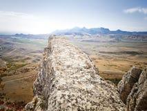 Άποψη Κριμαία, Koktebel απότομων βράχων βουνών στοκ φωτογραφία με δικαίωμα ελεύθερης χρήσης