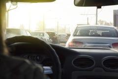 Άποψη κυκλοφορίας πόλεων από το αυτοκίνητο βιασύνη ώρας στοκ φωτογραφία με δικαίωμα ελεύθερης χρήσης