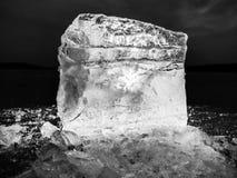 Άποψη λεπτομέρειας σε έναν πάγο με τις βαθιές γρατσουνιές και τις ρωγμές Επιπλέων πάγος περικοπών Στοκ Εικόνες