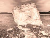 Άποψη λεπτομέρειας σε έναν πάγο με τις βαθιές γρατσουνιές και τις ρωγμές Επιπλέων πάγος περικοπών Στοκ φωτογραφίες με δικαίωμα ελεύθερης χρήσης