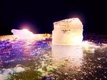 Άποψη λεπτομέρειας σε έναν πάγο με τις βαθιές γρατσουνιές και τις ρωγμές Επιπλέων πάγος περικοπών Στοκ φωτογραφία με δικαίωμα ελεύθερης χρήσης