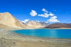 Άποψη λιμνών Pangong με το υπόβαθρο βουνών, Leh Ladakh Στοκ εικόνα με δικαίωμα ελεύθερης χρήσης