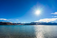Άποψη λιμνών Pangong στο πρωί, Ladakh, Ινδία Στοκ φωτογραφία με δικαίωμα ελεύθερης χρήσης