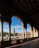 Άποψη μέσω της αψίδας της στοάς Plaza de Espana Στοκ φωτογραφίες με δικαίωμα ελεύθερης χρήσης