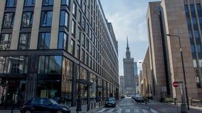 Άποψη μέσω των κτηρίων στο παλάτι του πολιτισμού και της επιστήμης στη Βαρσοβία, Πολωνία Στοκ εικόνα με δικαίωμα ελεύθερης χρήσης