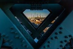 Άποψη μέσω των δοκών χάλυβα σε Yokohama Στοκ Εικόνα