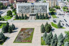 Άποψη ματιών πουλιών σχετικά με τη διοίκηση πόλεων Tyumen Ρωσία Στοκ Φωτογραφίες