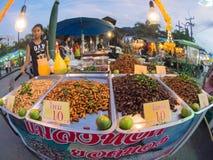 Άποψη ματιών ψαριών, τηγανισμένο κατάστημα εντόμων, δίκαιο σε αστικό της Ταϊλάνδης Στοκ φωτογραφίες με δικαίωμα ελεύθερης χρήσης